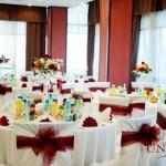 Motel Bucium decor alb rosu tafta aranjamente florale Unique Moments