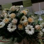aranjament-floral-prezidiu-trandafiri gerbera