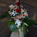aranjament-floral-intrare-trandafiri-crini-crizanteme-orhidee