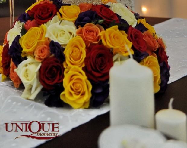 aranjament-floral-nunta-trandafiri-rosii-galbeni-roz-albi