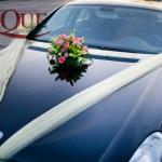 aranjamente-florale-masina-orhidee-crizantema-santini-verde-crini-roz