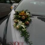 aranjamente-florale-masina-trandafiri-orhidee