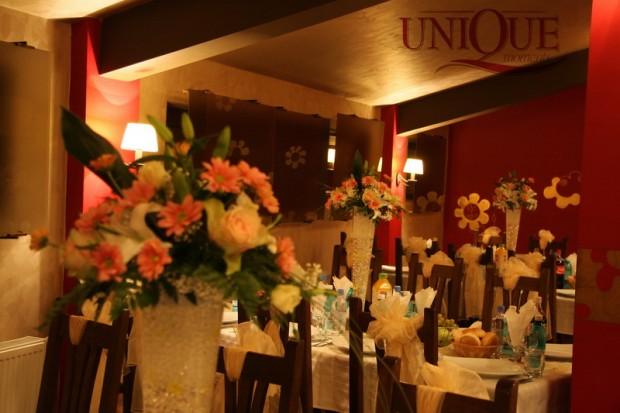 aranjamente-florale-mese-invitati-trandafiri-si-crizanteme-roz