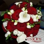 buchet-mireasa-trandafiri-rosii-cale-si-frezii-albe