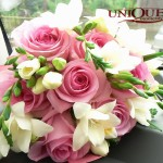 Buchet mireasa nasa trandafiri roz frezii albe Motel Bucium