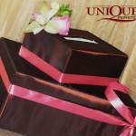 Cutie bani maro cu roz orhidee trandafiri Motel Bucium