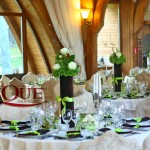 Decor nunta La Castel aranjamente florale cu hortensii si accesorii catifea