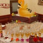 Decoratiune masa primire Restaurant  Capitol pahare miri decorate flori naturale