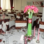 Motel Bucium aranjament floral masa invitati amaryllis roz bol sticla