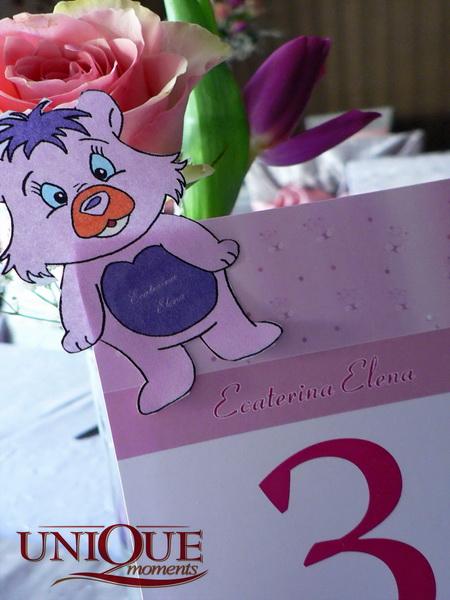 Numar masa roz cu accesoriu ursulet pentru botez Unique Moments