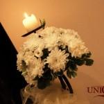 Stalp intrare cu aranjament floral crizantele albe, eustoma, garoafe Unique Moments