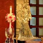 Trandafiri  lumanare botez fetita din hortensie roz cu trandafiri fuchsia, frezii fuchsia Unique Moments