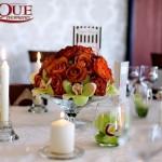 Aranjamente florale nunta mese invitati din trandafiri si orhidee lumanari nunta Motel Bucium