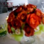 Aranjamente florale trandafiri si orhidee in bol sticla Motel Bucium Unique Moments
