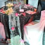 Decor masa invitati sculptura gheata trandafiri roz lalele albe tendinte decoratiuni nunti 2011