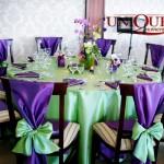 Masa invitati nunta tafta verde cu mov aranjamente florale primavara Motel Bucium