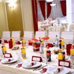 Restaurant Casa Vanatorului aranjament nunta decor masa invitati