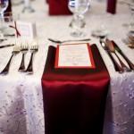 Servetele panza asortate cu decoratiunile tafta grena si meniu nunta Bucium