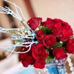 Decor floral trandafiri rosii accesorii turquoise crengute cristale nunta de proba Motel Bucium 2012
