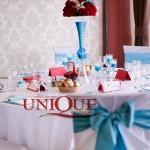Decoratiuni masa nunta alb turquoise trandafiri crengute cristale 2012 Motel Bucium
