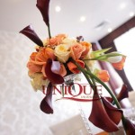 Aranjament floral vaza inalta cale trandafiri Motel Bucium