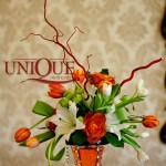 Aranjament floral trandafiri crini lalele santini