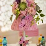 Aranjament floral veioza cu flori si fluturi pentru botez Unique Moments Iasi